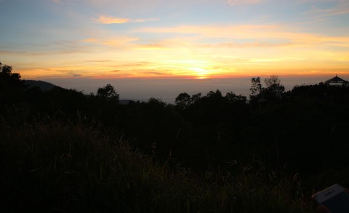 golden-sunrise-sikunir