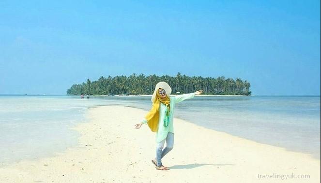 Tempat Wisata di Bandar Lampung pantai pasir putih