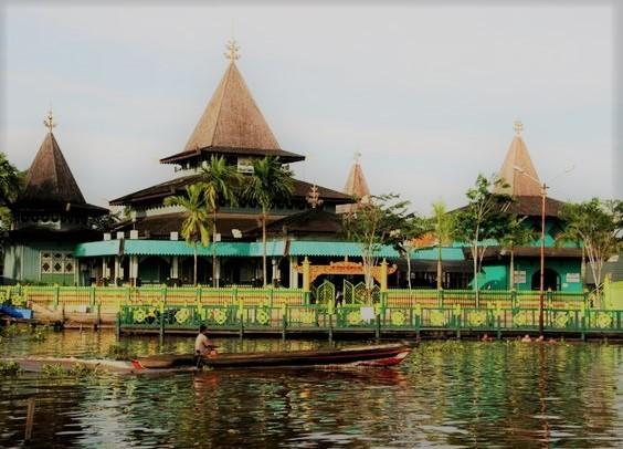 Wisata Masjid Sultan Suriansyah Banjarmasin