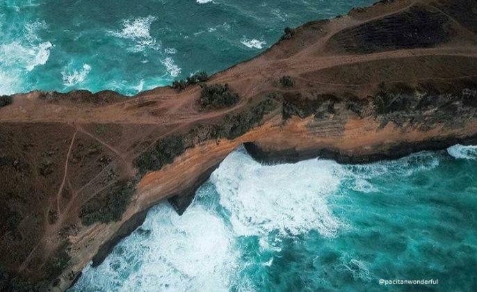 pantai karang bolong pacitan banten