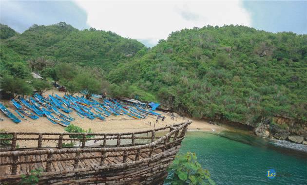 wisata pantai gesing di gunung kidul