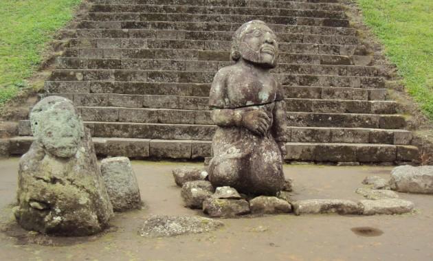 patung mitos dan misteri candi cetho