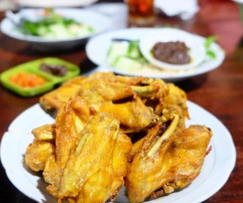 wisata kuliner solo dan sekitarnya ayam goreng mbah karto