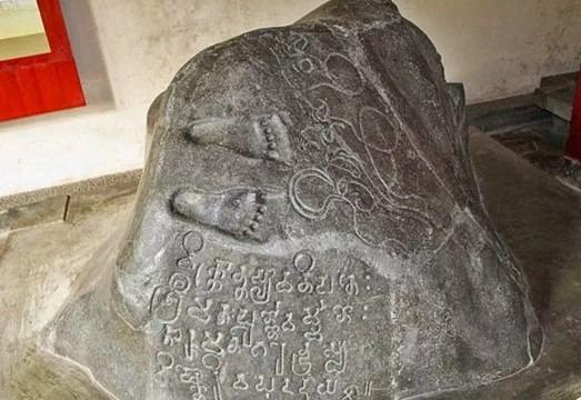 prasasti ciaruteun peninggalan sejarah kerajaan tarumanegara