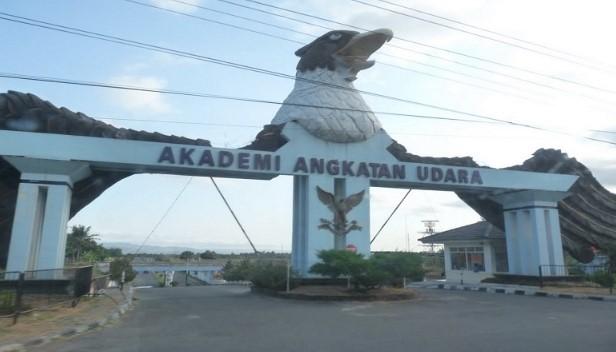 Akademi angkatan udara universitas negeri di Jogja
