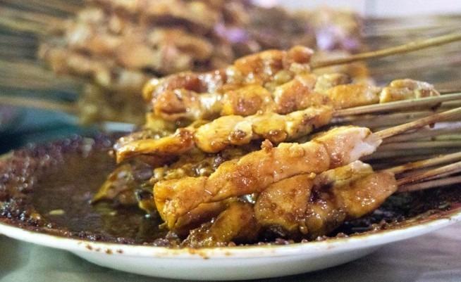Wisata kuliner solo Sate Ayam Pak Mangun dekat stasiun balapan