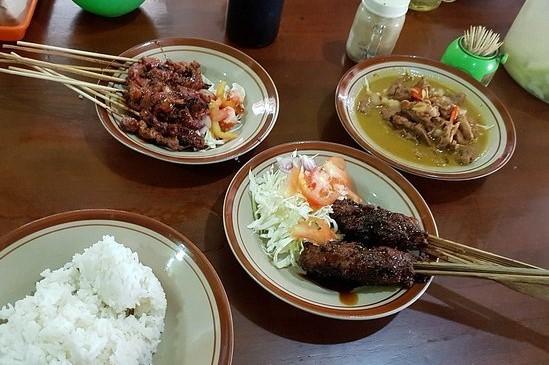 wisata kuliner dekat stasiun balapan Sate Kambing Dan Sate Buntel Pak H. Kasdi