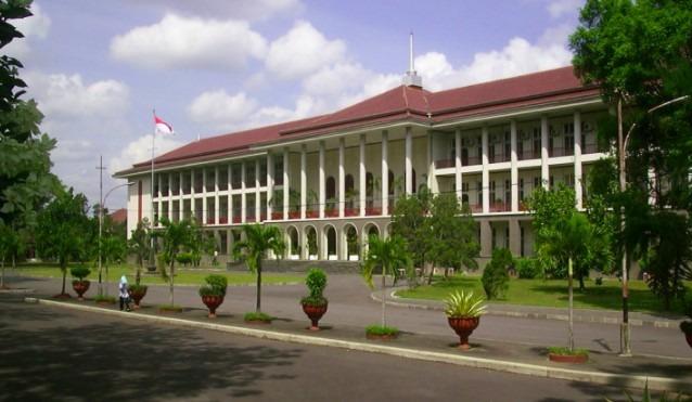 Universitas Gadjah Mada terbaik di Indonesia