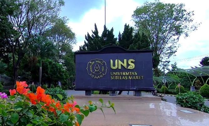 universitas sebelas maret terbaik di Indonesia